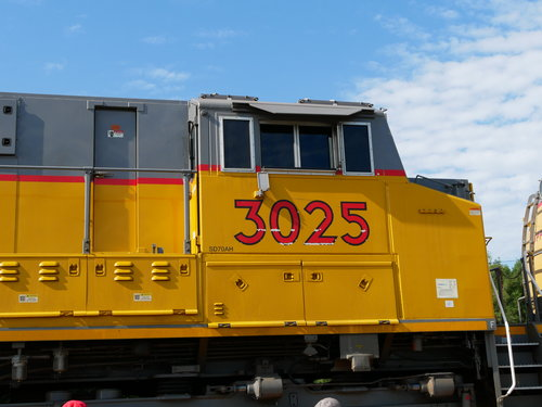 [Union Pacific Diesel (Auxiliary Unit) Attached to 4014 Locomotive Train]