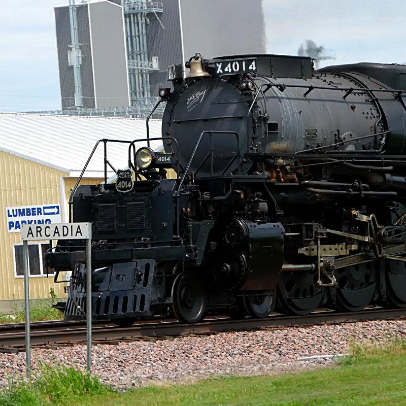 [UP 4014 Locomotive Front at Arcadia, Iowa (with Arcadia sign)]